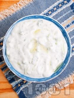 Млечна салата с цедено кисело мляко и майонеза - снимка на рецептата